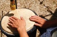 Con gái chơi trống djembe được không ?